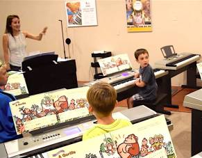Group piano lessons for children